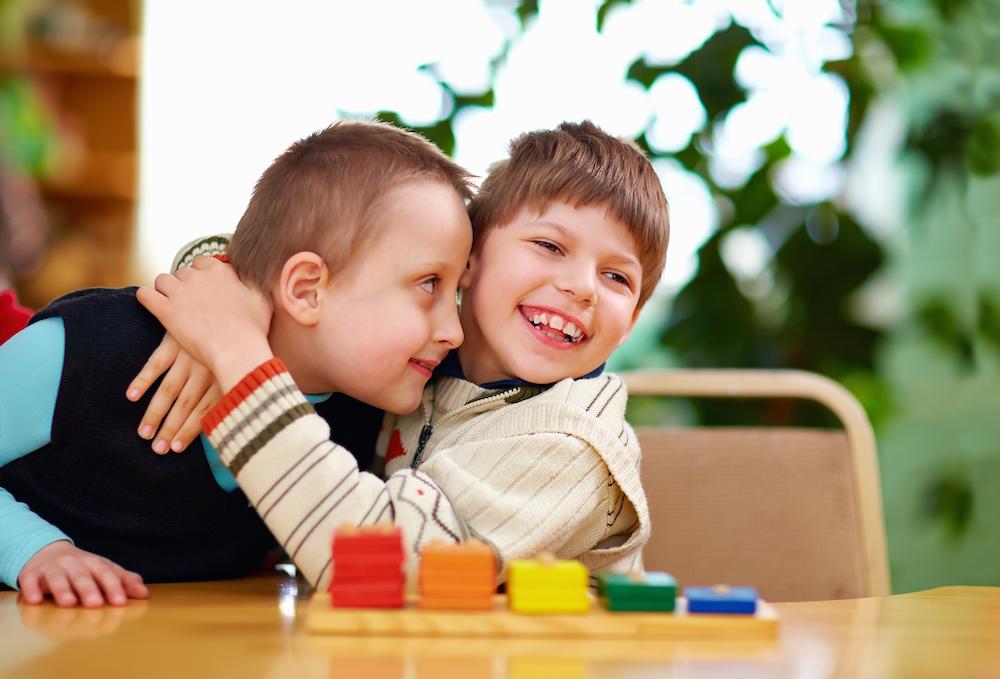 2 kids playing